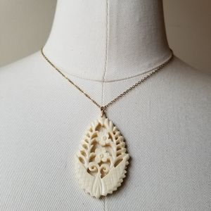 Jewelry - Wendy Mink Gold Cream Floral Pendant Necklace